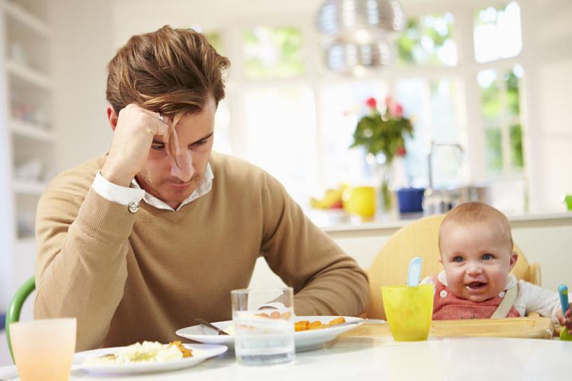 Depresja poporodowa ojca może mieć poważny wpływ na dziecko /123RF/PICSEL
