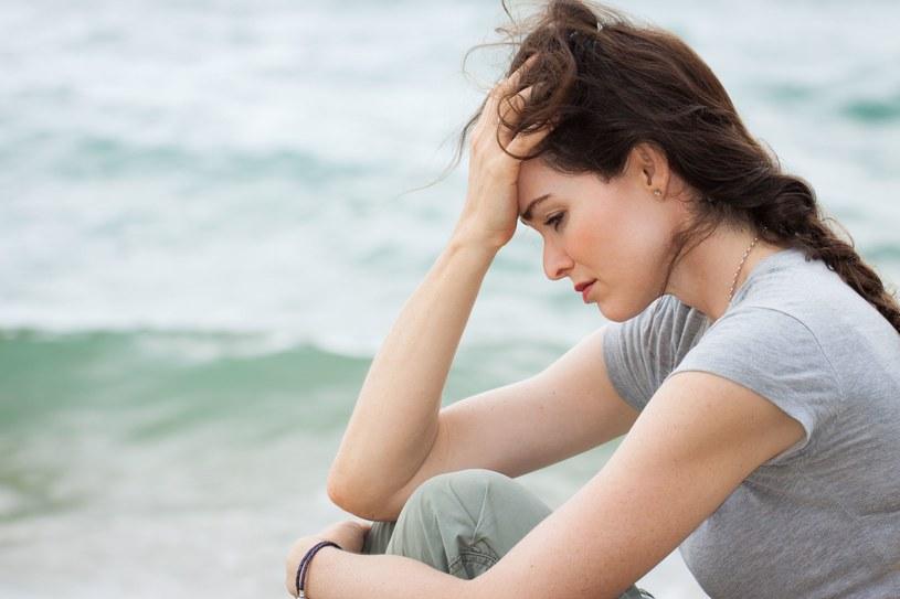 Depresja to choroba, która niszczy duszę i ciało /123RF/PICSEL