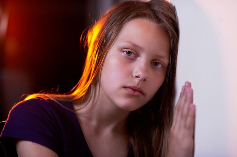Depresja u każdego przebiega inaczej, a u dzieci i młodzieży szczególnie trudno dostrzec jej objawy /123RF/PICSEL