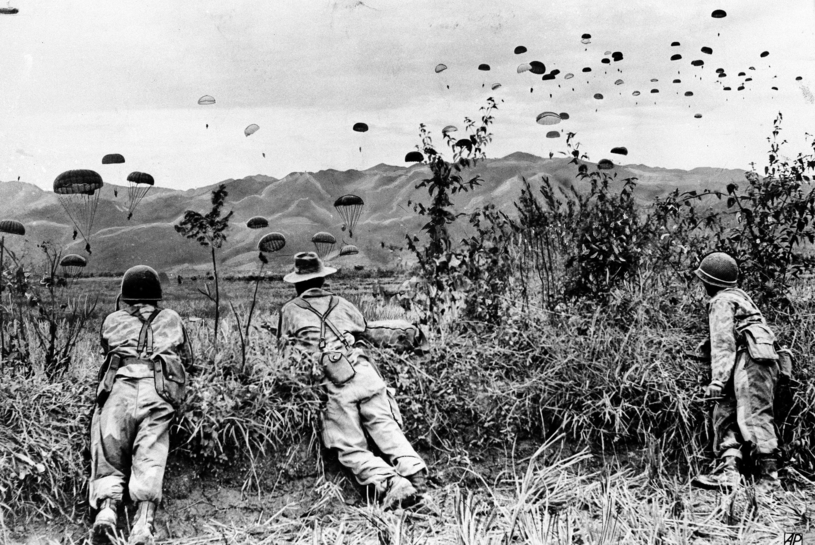 Desant francuskich żołnierzy. Rok 1953. /East News