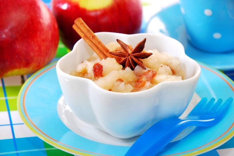 Deser jabłkowy z rodzynkami /123RF/PICSEL