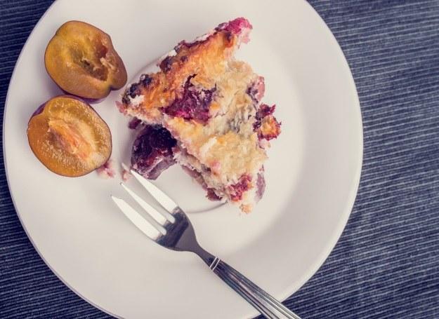 Desery ze śliwkami królują na jesiennych stołach /123RF/PICSEL