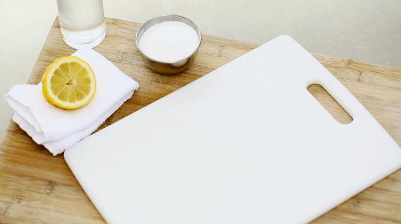 deska do krojenia czyszczenie /© Photogenica