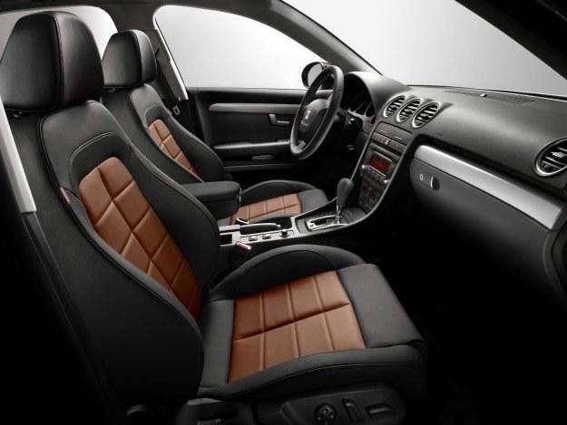 Deska rozdzielcza Exeo pochodzi z Audi A4 Cabriolet (B7). /Seat