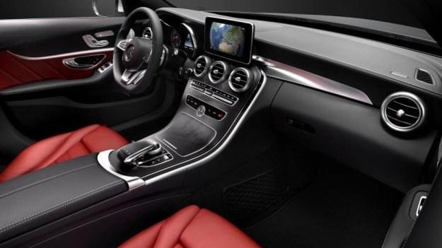 Deska rozdzielcza nowej generacji Mercedesa klasy C (W205) /Mercedes