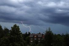 Deszcz i burze. IMGW ostrzega dwa województwa