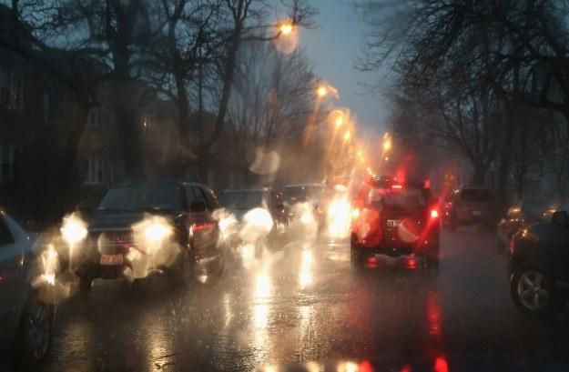 Deszcz poważnie ogranicza widoczność /AFP