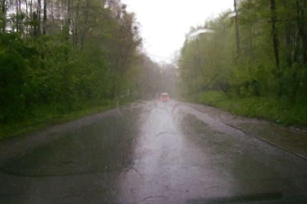 Deszcz utrudnia życie kierowcom /INTERIA.PL