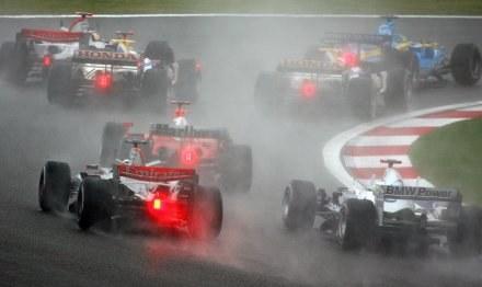 Deszczowa Grand Prix Chin dała się we znaki wielu kierowcom /AFP