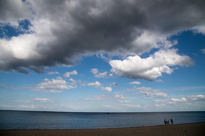 Deszczowe chmury nad Bałtykiem /Wojciech Strozyk/ /Reporter