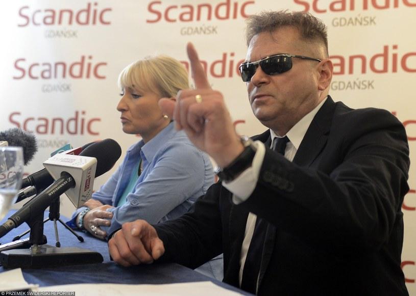 Detektyw Krzysztof Rutkowski i matka Iwony Wieczorek /Przemek Swiderski/REPORTER /East News