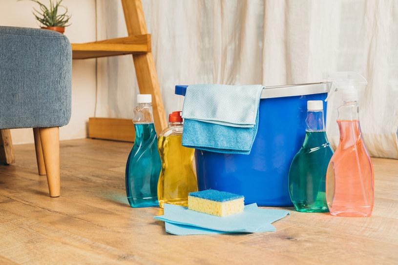 Detergenty szkodzą panelom /©123RF/PICSEL