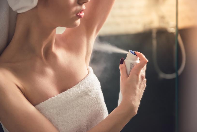 Dezodoranty nie hamują wydzielania potu /123RF/PICSEL