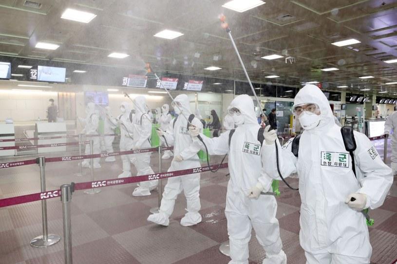 Dezynfekcja na lotnisku w południowokoreańskim Taegu /AFP