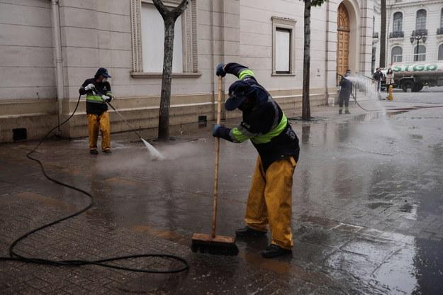 Dezynfekcja ulic w Chile /Alberto Valdes /PAP