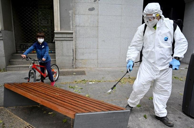 Dezynfekcja ulic w Hiszpanii; zdj. ilustracyjne /AFP