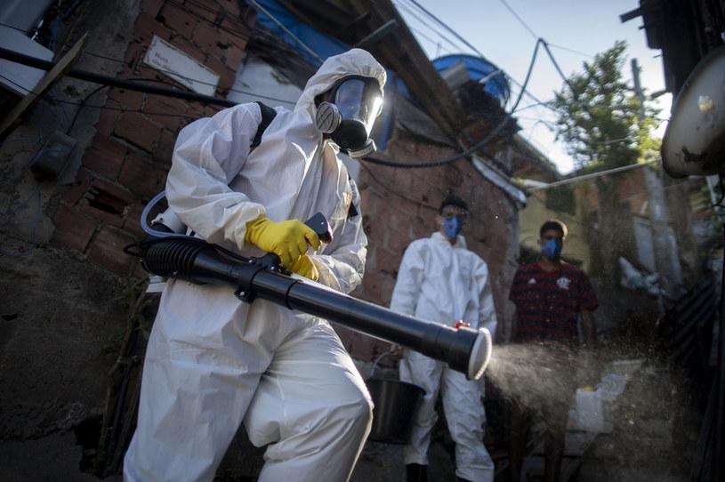 Dezynfekcja w dzielnicy nędzy w Brazylii /MAURO PIMENTEL /AFP