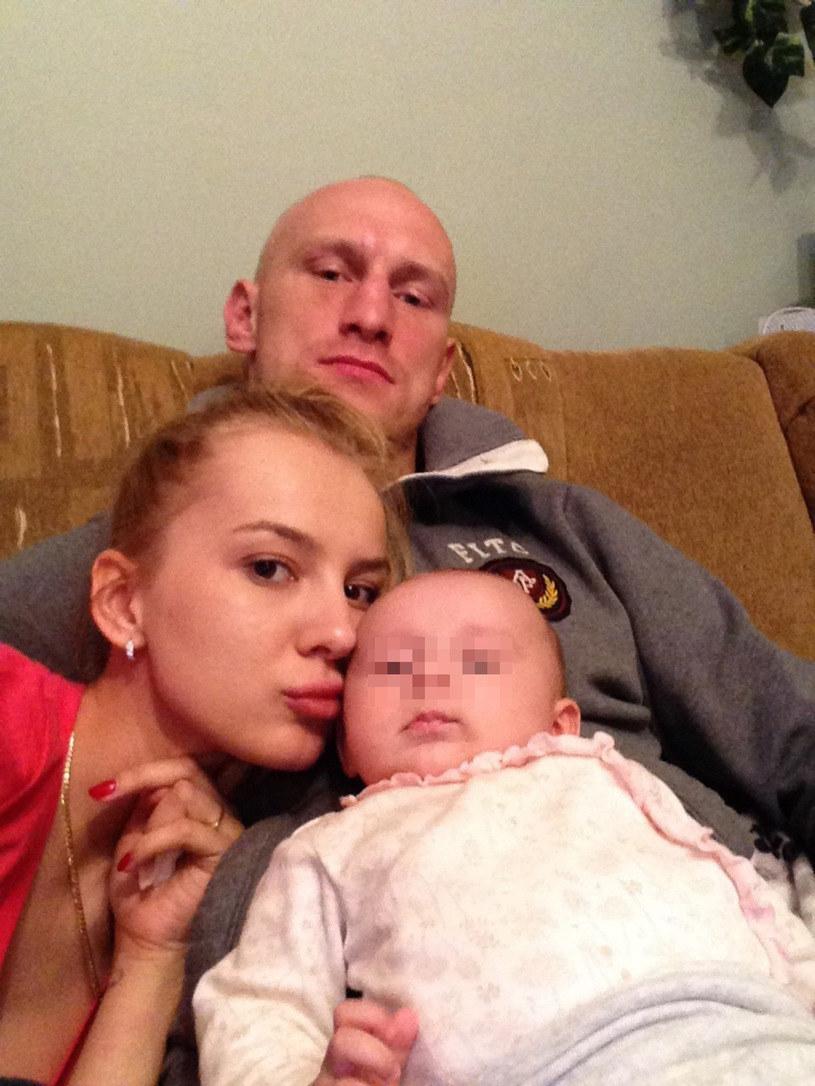 """""""Diablo"""" pozuje z kochanką i córką Zuzią /East News"""