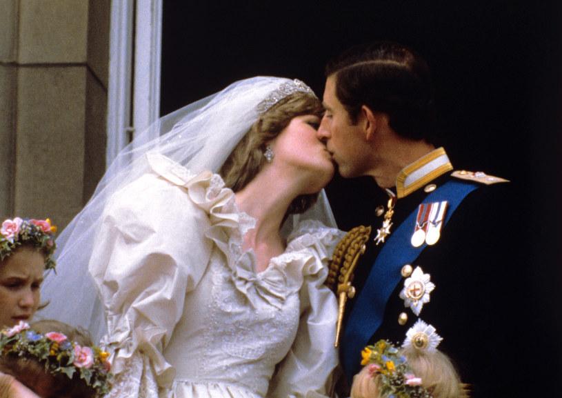 Diana i Karol sprawiali na ślubie wrażenie szczęśliwych, ale zdenerwowanych. Potem okazało się, że ani on, ani ona, nie byli szczęśliwi /PA Images /Getty Images