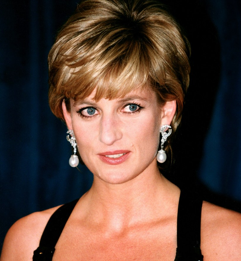 Diana umiejętnie żonglowała trendami, również w makijażu /SIPA /East News