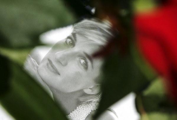 Diana zginęła w Paryżu 31 sierpnia 1997 r. wraz ze swym przyjacielem Dodim al-Fayedem. /AFP