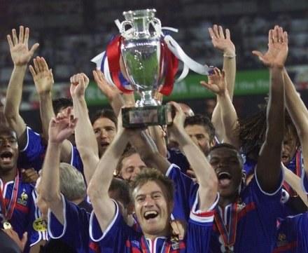 Didier Deschamps i jego koledzy celebrują triumf w finale /AFP
