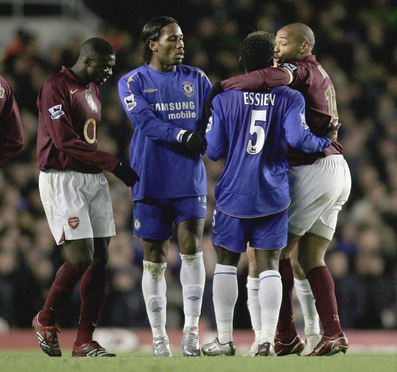 Didier Drogba (drugi z lewej) i Thierry Henry (pierwszy z prawej) znowu zagrają na Wyspach? /Ben Radford /Getty Images