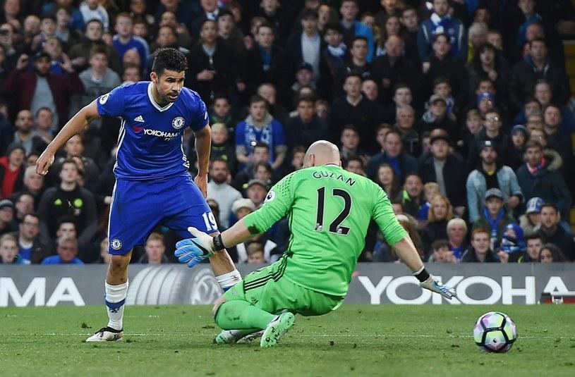 Diego Costa strzela pierwszą bramkę dla Chelsea /PAP /