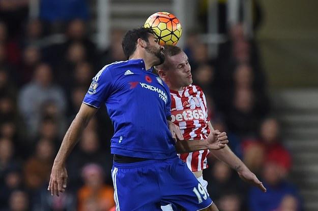 Diego Costa (w niebieskim stroju) /AFP