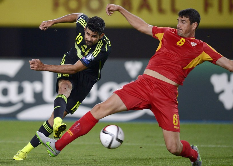 Diego Costa (z lewej) wraca do reprezentacji Hiszpanii /AFP