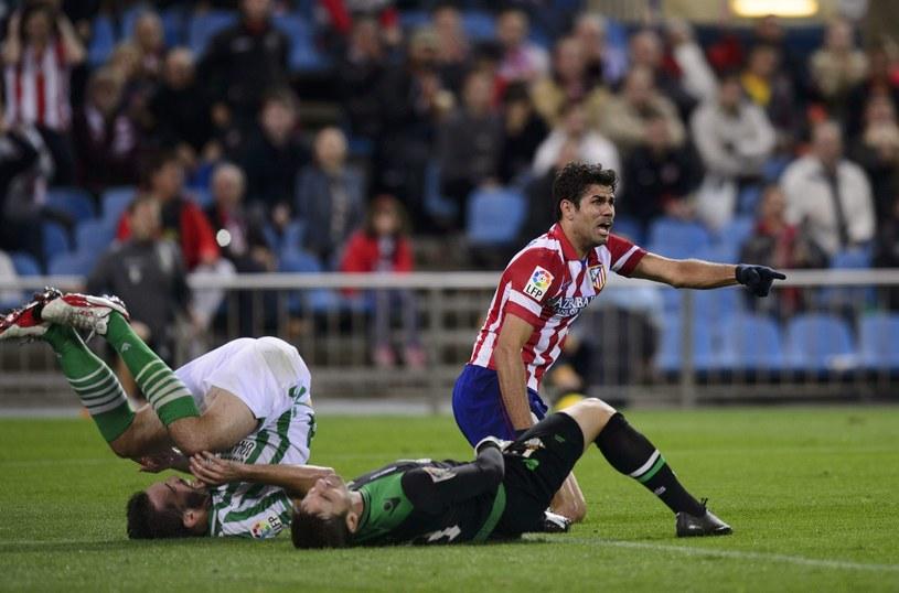 Diego Costa znany jest z twardej gry na pograniczu faulu /AFP