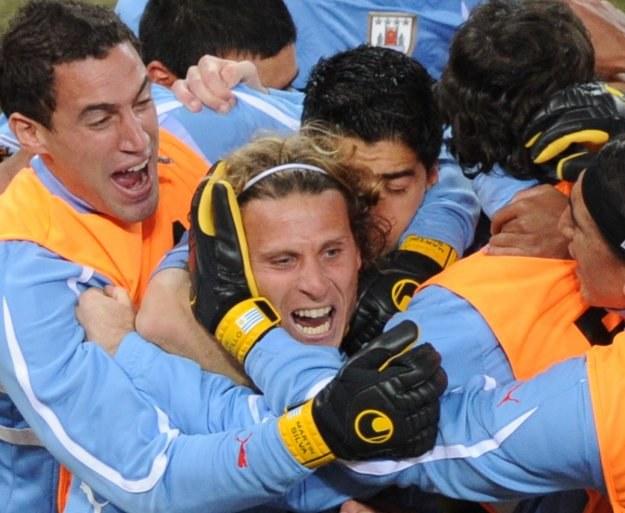 Diego Forlan w sercu Urugwaju. /AFP