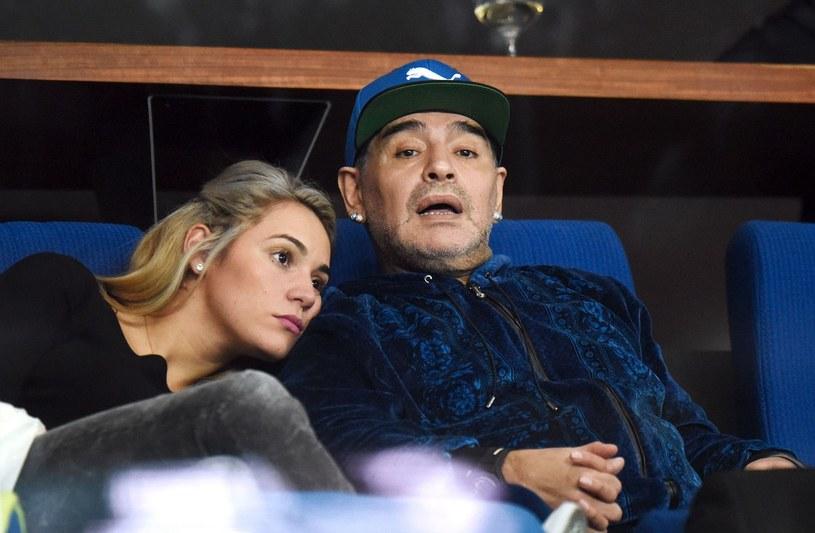 Diego Maradona i jego partnerka Rocio Olive /AFP