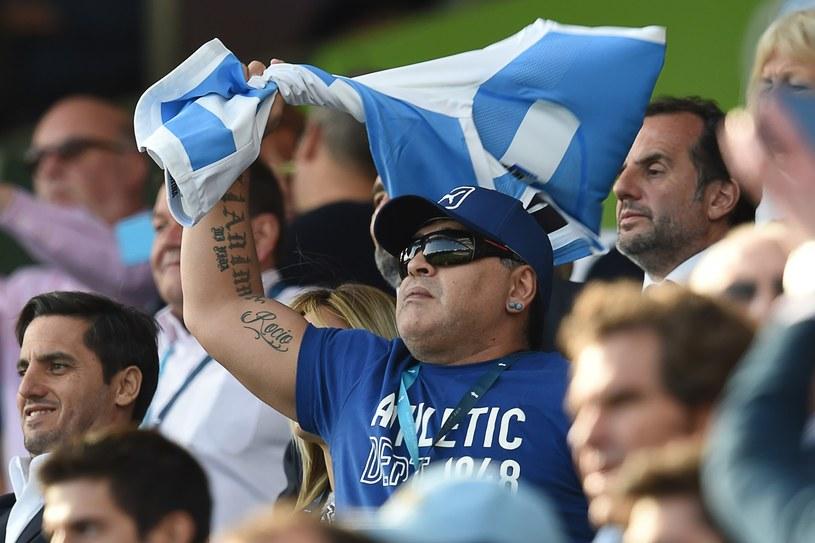 Diego Maradona wśród kibiców /AFP