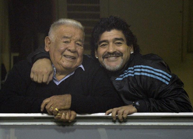 Diego Maradona ze swoim ojcem /AFP