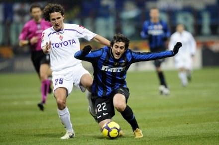 Diego Milito strzelił gola dla Interu w meczu z Fiorentiną /AFP