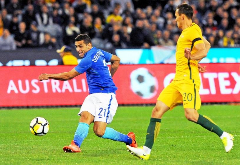 Diego Souza strzela pierwszego gola dla Brazylii w meczu z Australią /PAP/EPA