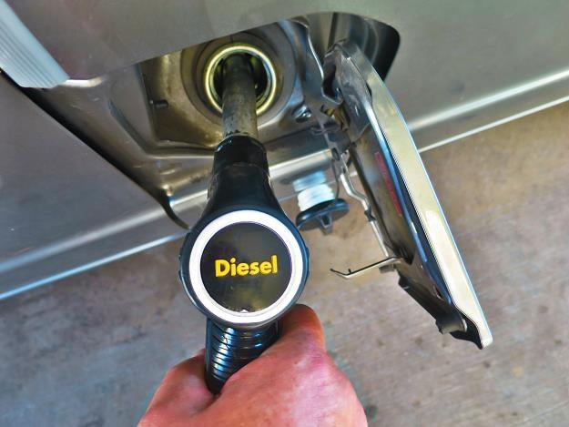 Diesel wciąż poniżej 5 zł /©123RF/PICSEL