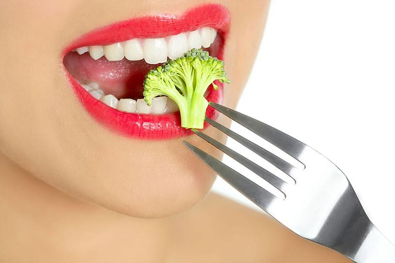 Dieta bogata w zielone warzywa dostarcza mnóstwo witamin i mikroelementów /123RF/PICSEL