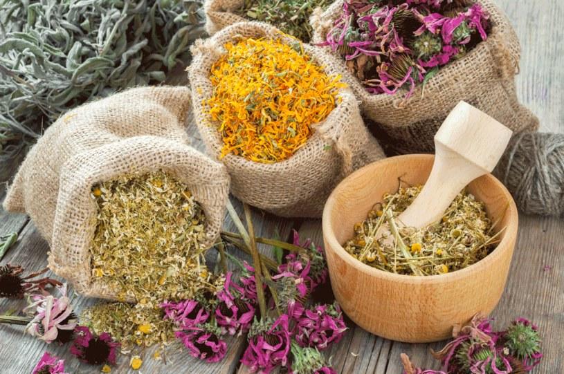 Dieta i kuracje ziołowe sprawdzą się doskonale /123RF/PICSEL