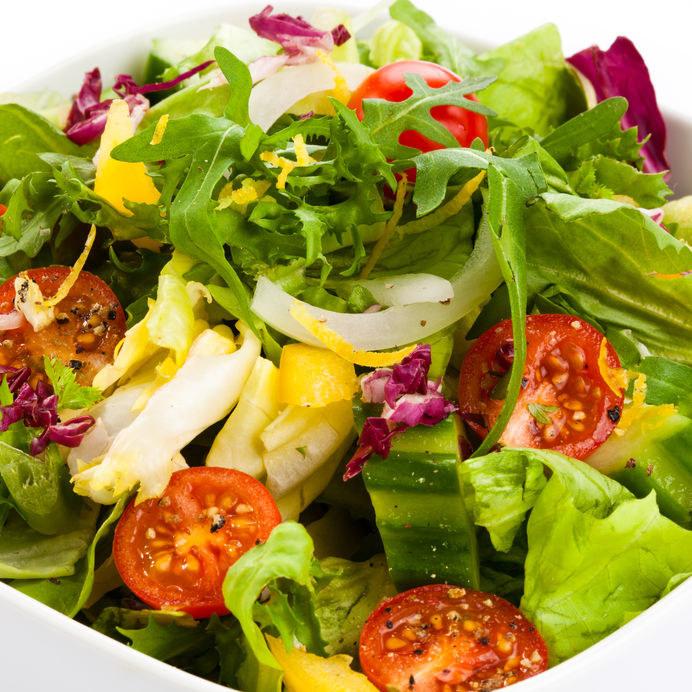 Dieta lekkostrwna dopuszcza jajka, wiele warzyw, ryb i chude mięsa /123RF/PICSEL