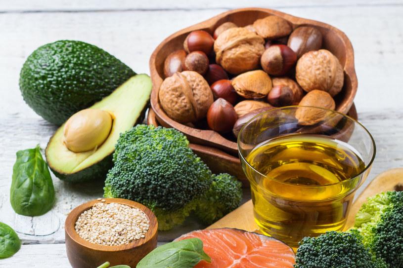 Dieta ma spory wpływ na twoje włosy /123RF/PICSEL