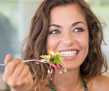 Dieta rozdzielna: Czy warto ją stosować? Wady i zalety