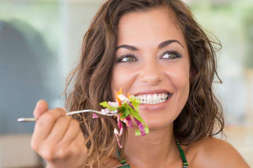 Dieta rozdzielna jest restrykcyjna, ale daje wymierne efekty /123RF/PICSEL