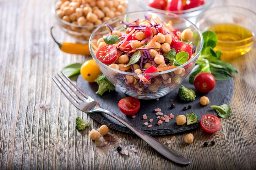 Dieta wegańska jest bardzo sycąca /123RF/PICSEL