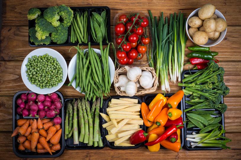 Dieta wegańska - owoce, warzywa, orzechy i kiełki /123RF/PICSEL