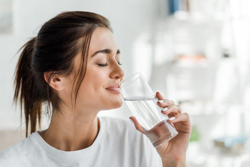 Dietetycy biją na alarm: Pijemy za mało wody /123RF/PICSEL
