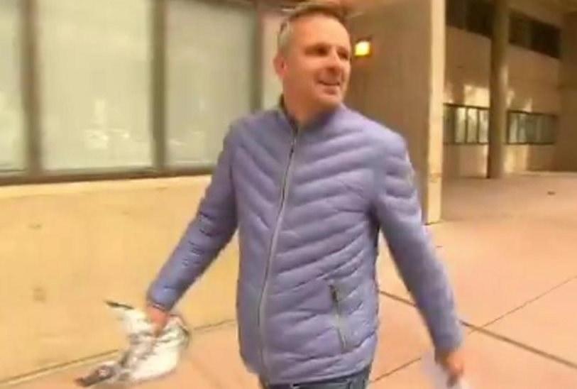 Dietmar Hamann opuszcza areszt w Sydney; źródło: twitterowe konto Nine News Sydney /