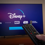 Digital TV Research: Disney+ wygra z Netflixem do 2026 roku