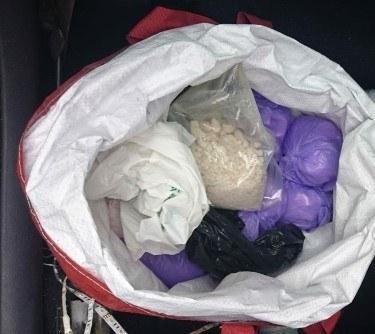 Diler ukrywał w samochodzie zaparkowanym koło domu ponad 4 kg amfetaminy /Policja